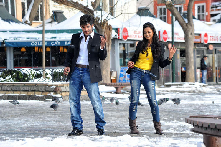 Aadi,Shanvi Cute dance in Lovely Cinema