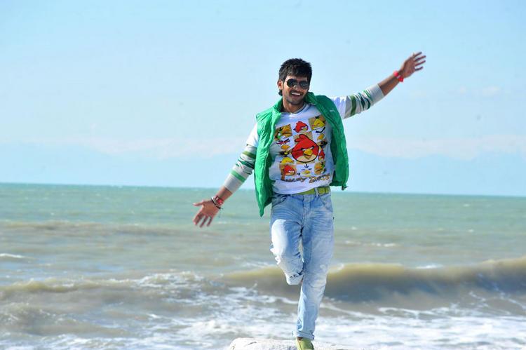Aadi cute dance in Lovely Movie