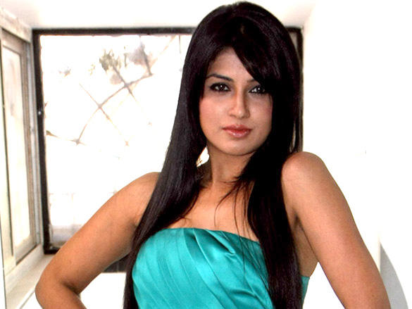 Aarti Puri looks hot at launch of beauty products at Looks Clinic