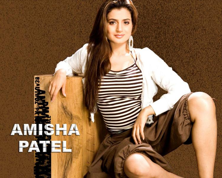 Amisha Patel Amazing Look Wallpaper