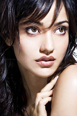 Crook Neha Sharma Sexy Eyes And Cute Lips Still