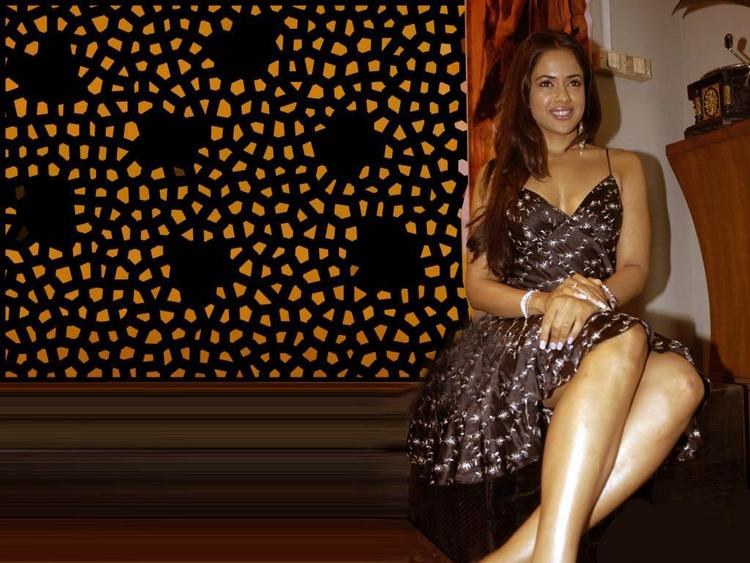 Glam Girl Sameera Reddy Wallpaper
