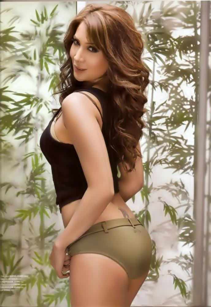 Kim Sharma Showing Her Sexy Things