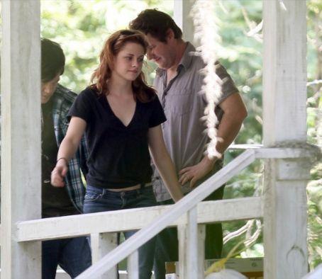 Kristen Stewart Still With Tight Jeans