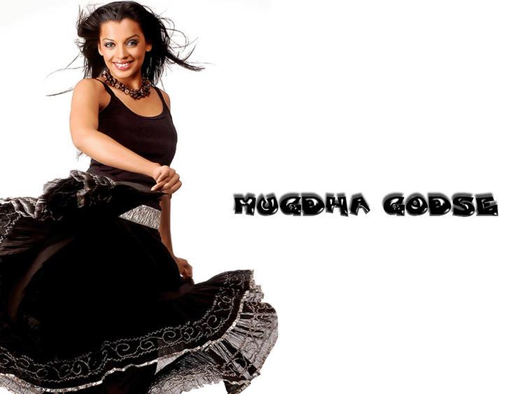 Mugdha Godse Gorgeous Smile Pic Wallpaper
