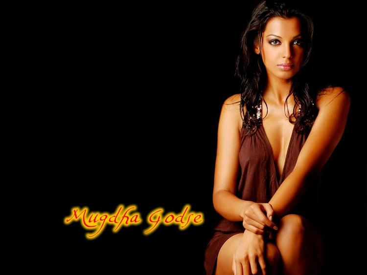 Mugdha Godse Hot Look Wallpaper