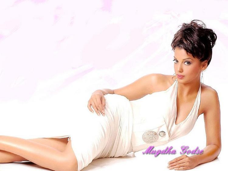 Mugdha Godse Spicy Pose Hot Look Wallpaper