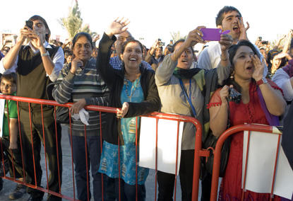 NRIs queue up to see movie stars in Deubai