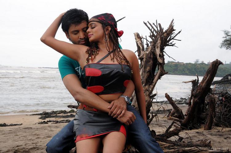 Raaj Movie Sumanth and Chubby Priyamani Romance Still
