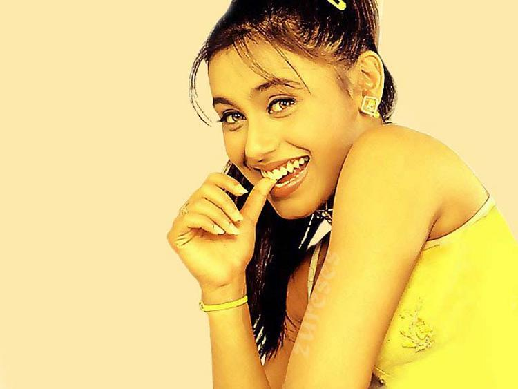 Rani Mukherjee Latest Cute Sweet Wallpaper