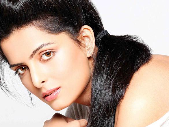 Ruhi Chaturvedi hot look photo shoot