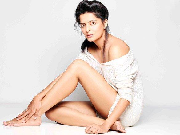 Ruhi Chaturvedi sexy legs pics