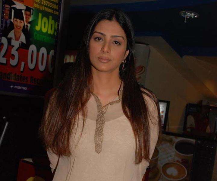 Tabu Khan Hot Face Look