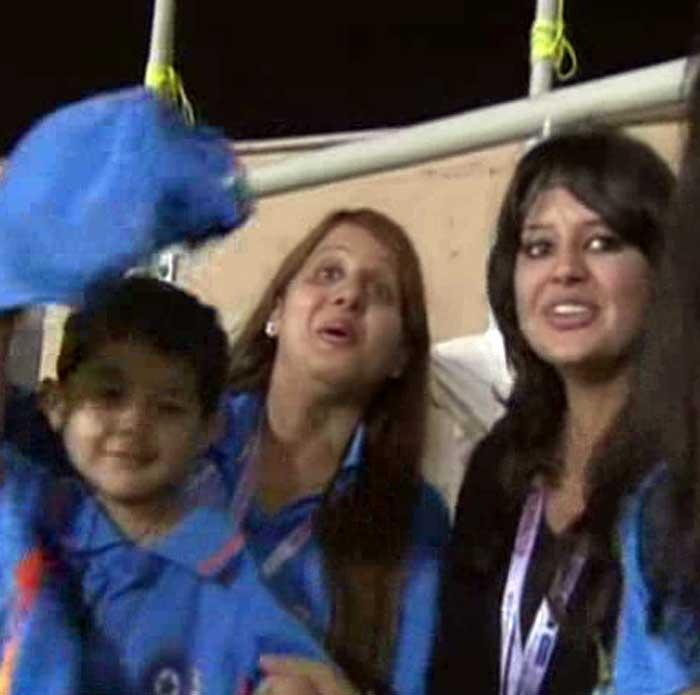 Sehwag's wife Aarti with Son and Dhoni's wife Sakshi