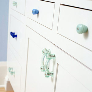 drawers w/ different colored pulls
