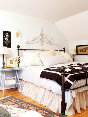 iron bed with star quilt