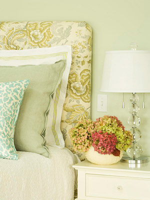 Bedroom with greens and the pattern