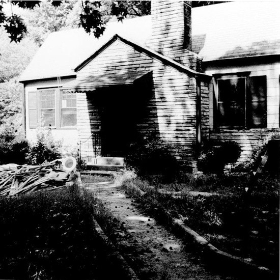 Antes: Run-Down Cottage