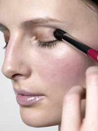 Color Me Natural_Make up application contouring eye below brow