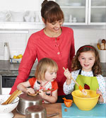 children cooking with mom