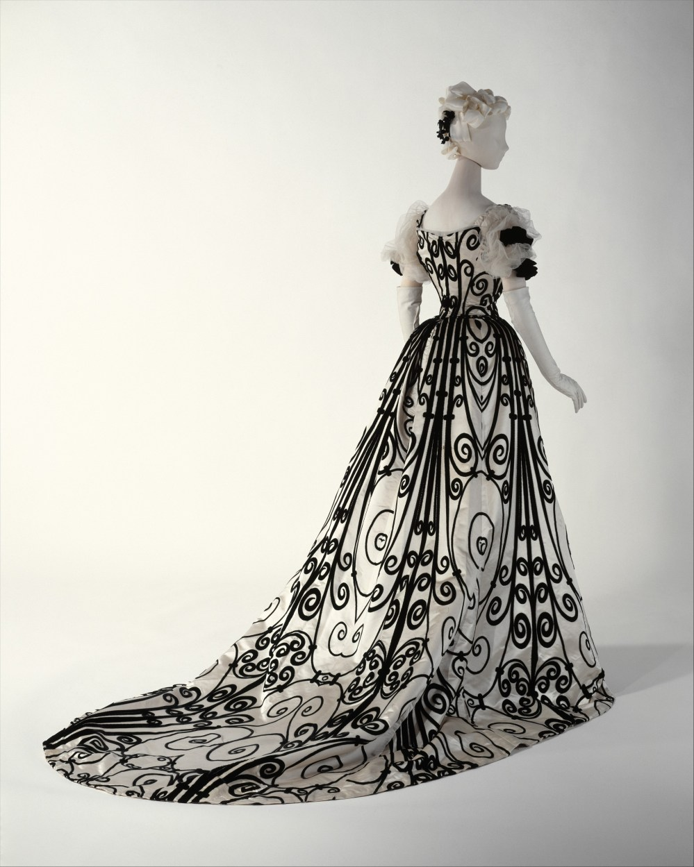 Evening dress, House of Worth (French, 1858–1956), silk, French