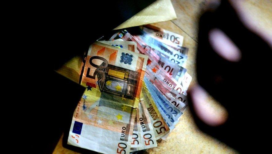 impossible pour ce touriste de trouver des euros a nimes
