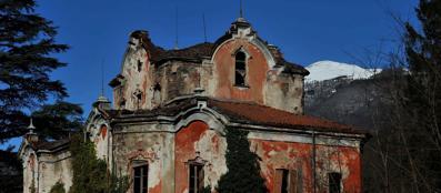 Leggende di fantasmi e la casa rossa non aprite questo blog for Lago villa del conte