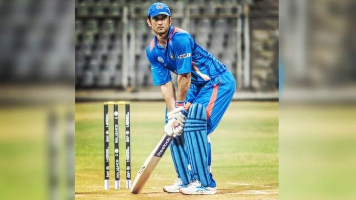 The reel Dhoni, Sushant, had a dream to play cricket match left-handed, bat and ball both. (Image: Twitter @itsSSR)