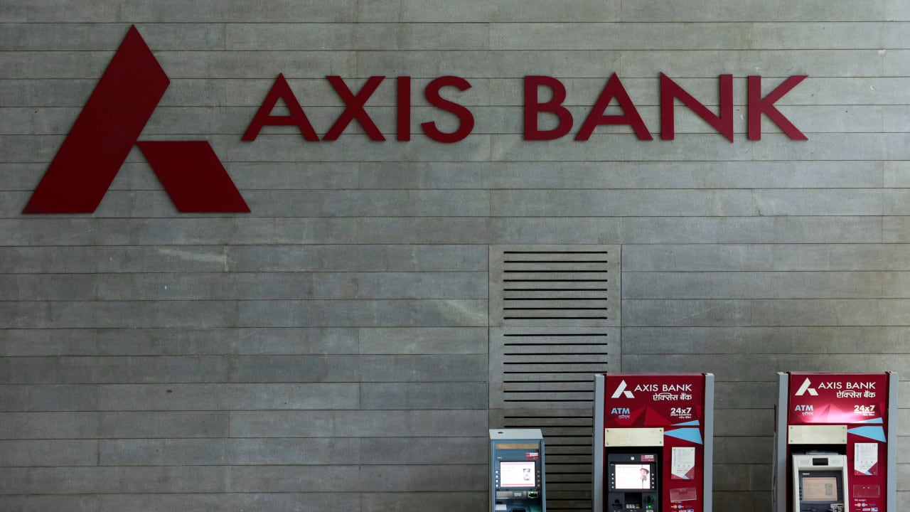 Axis Bank: The Specified Undertaking of the Unit Trust of India (SUUTI) to sell up to 3.6 crore equity shares of Axis Bank, via offer for sale, on May 19 and May 20, with an option to additionally sell 2,20,78,568 equity shares. The floor price for the offer is fixed at Rs 680 per share.