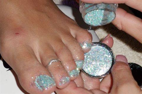 Young Nails Educator Amanda Dodge Shares Her Step By For How She Creates Glitter Toes Using The Manufacturer S