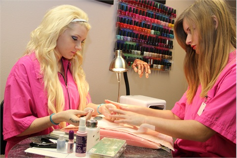 Although Jamie Stock Didn T Grow Up With A Dream To Bee Nail Technician Her Sister Monica Persuaded Try It Out