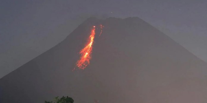 Indonesian Volcano Mount Merapi Unleashes River Of Lava In New Eruption The New Indian Express