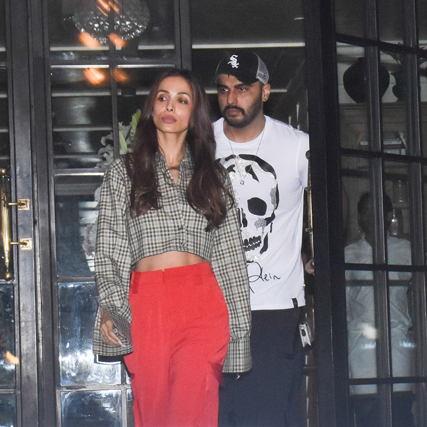 Earlier, Malaika Arora and Arjun Kapoor hit the headlines after they wereclicked stepping out of a posh eatery in Mumbai post their cosy dinner date. (Image: Viral Bhayani)