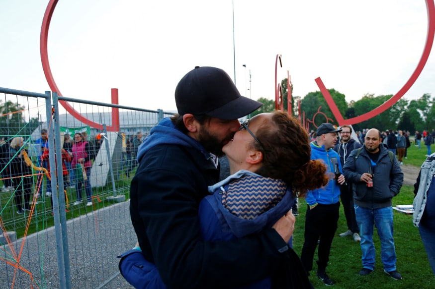 Couple Separated by Coronavirus Pandemic Reunites as German-Swiss Border Fence Comes Down