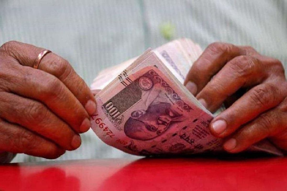 Rupee Extends Gains for 4th Day, Rises 29 Paise to 74.07 Against Dollar