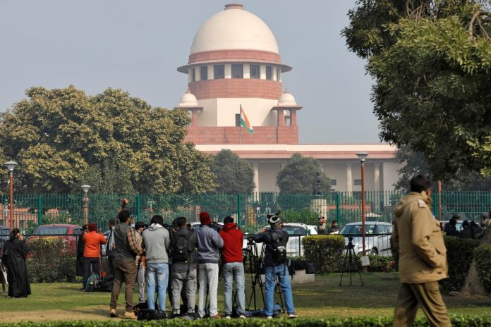 Television journalists are seen outside the premises of the Supreme Court in New Delhi, on January 22, 2020. (REUTERS/Anushree Fadnavis)