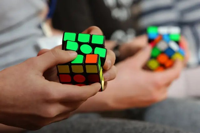 Hasil gambar untuk playing rubik's cube