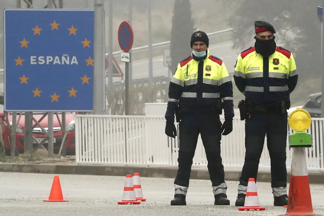 spanish policeman at the border with France