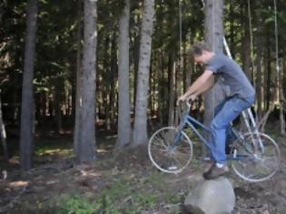 Φωτογραφία για Έκανε το παλιό του ποδήλατο... ασανσέρ για το δενδρόσπιτο του!