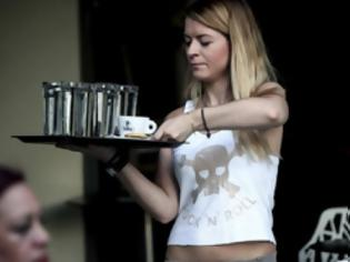Φωτογραφία για Όλο και περισσότεροι Έλληνες δουλεύουν σερβιτόροι στην Αλβανία για 500 ευρώ το μήνα