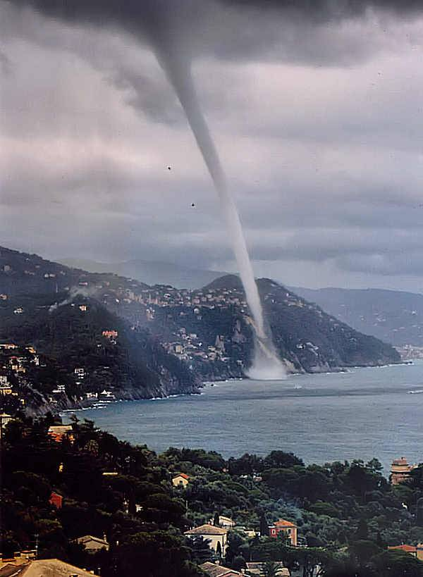 Waterspout-in-Italy.jpeg