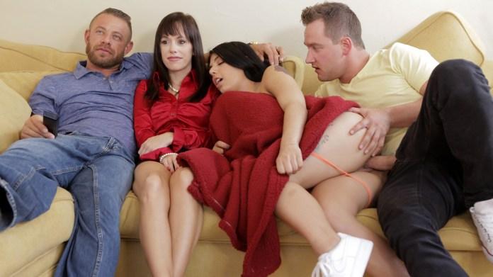 StepSiblingsCaught.com - Gina Valentina: Family Flicks - S8:E1