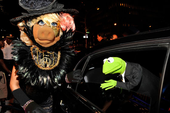 Miss Piggy Gaga & Kermit the frog