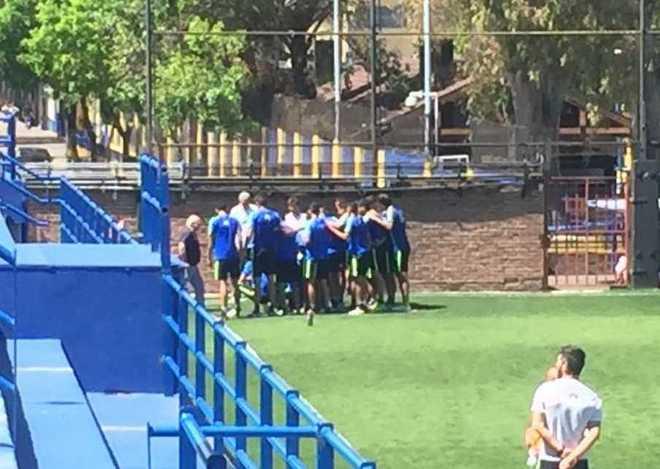 Los jugadores de Boca y un gesto enorme (foto: Twitter @lamitadmas1).