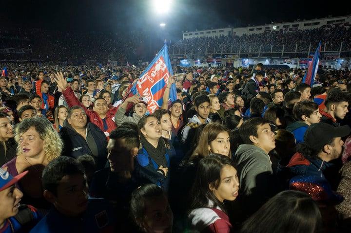 La fiesta en Tigre (Rolando Andrade).