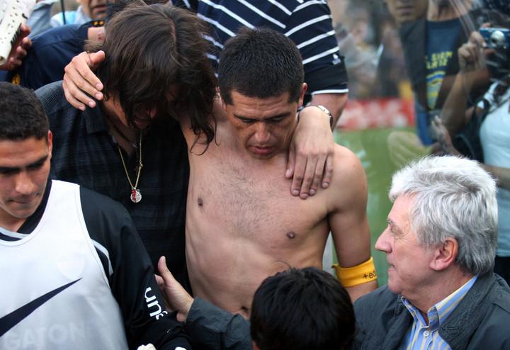 Leandro Pompilio y Román, en los festejos por el título en el Apertura 2008 tras la muerte de Pedro.