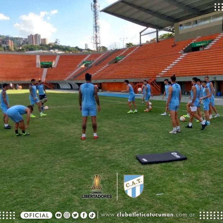 El Decano se entrenó en cancha de Envigado a la espera del duelo ante el DIM. (foto Prensa Atlético Tucumán)