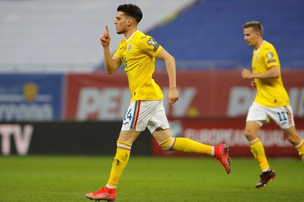 Ianis Hagi y el particular festejo de su gol (AP Photo/Vadim Ghirda)