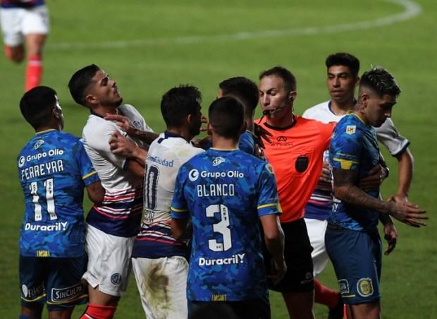 Líos en el final en el último San Lorenzo-Rosario Central (Foto: Maxi Luna)