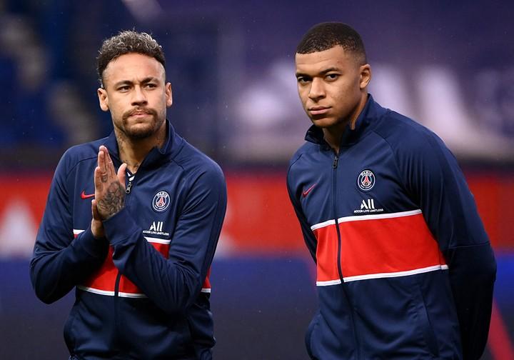 Kylian Mbappe y Neymar. (Photo by FRANCK FIFE / AFP)